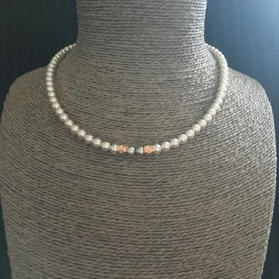 "Collier ""Fiona"" white pearl/light grey pearl/argent doré rose"